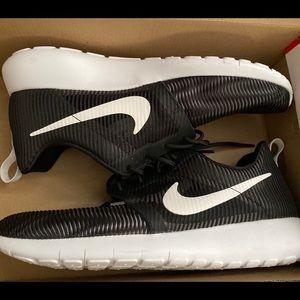 Nike white and black roshe sneakers